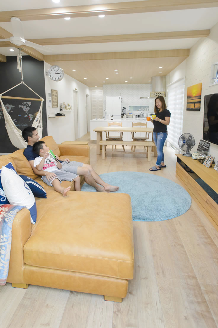高知市の実例・西海岸スタイルで家具とインテリアにこだわった住まい